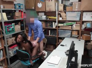 Shoplyfter ebony tramp humped