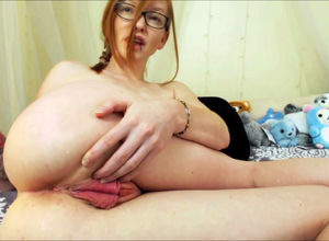 Scorching red-haired web cam bitch..