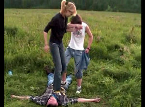 Ukrainian teenagers stomp a man who..
