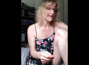 Playful mature jizzing when jerking