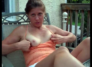 Nice-looking mature lady exposing her..