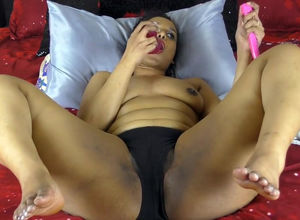 Meaty indian  thrusting  in her cooter